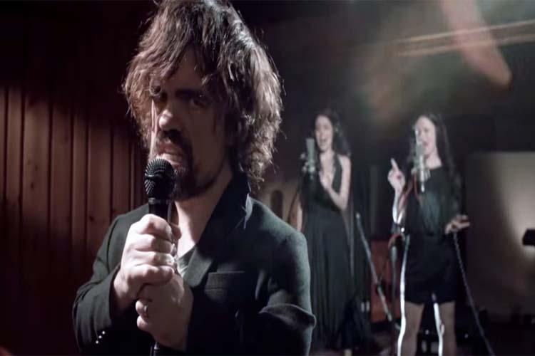 Tyrion Lannister, de Game of Thrones, se une a Cold Play y canta a favor de los menos afortunados