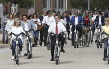 En campañas españolas, los políticos van en bici