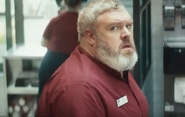 "Hodor vendiendo en KFC ""Lunchtime is coming"""